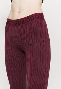 Smilodox - SEAMLESS STAIN - Trikoot - bordeaux - 4