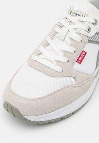 Levi's® - OATS - Sneakers basse - regular white - 5