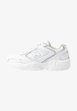 WX452 - Joggesko - white/grey