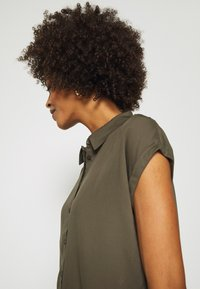 comma - KURZARM - Button-down blouse - khaki - 3