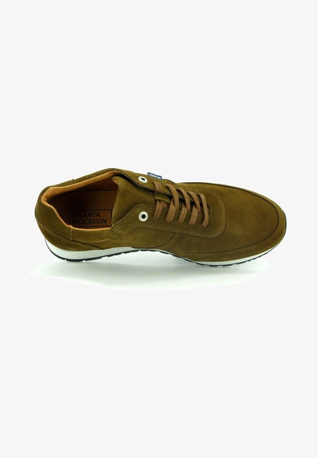 SNEAKERS IN SUEDE LEATHER - Sneakers basse - camel