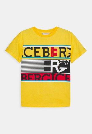 T-shirt con stampa - giallo