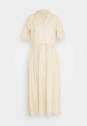 PCMILRED DRESS TALL - Robe d'été - warm sand