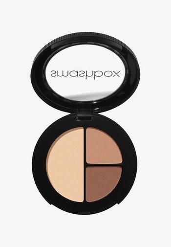 PHOTO EDIT EYE SHADOW TRIO 3,2 G - Eyeshadow palette - 956555, c39076, edc8a9 nudie pic medium