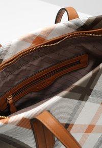 L. CREDI - FEDRA - Handbag - cognac - 3