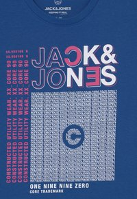 Jack & Jones Junior - JCOBOOSTER CREW NECK  - Triko spotiskem - galaxy blue - 2