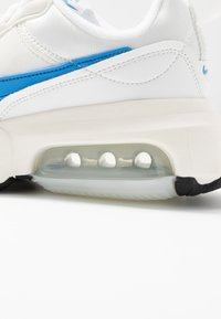 Nike Sportswear - AIR MAX VERONA - Tenisky - summit white/coast/sail - 2
