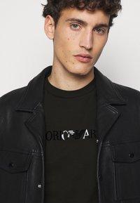 Emporio Armani - T-shirts print - black - 3
