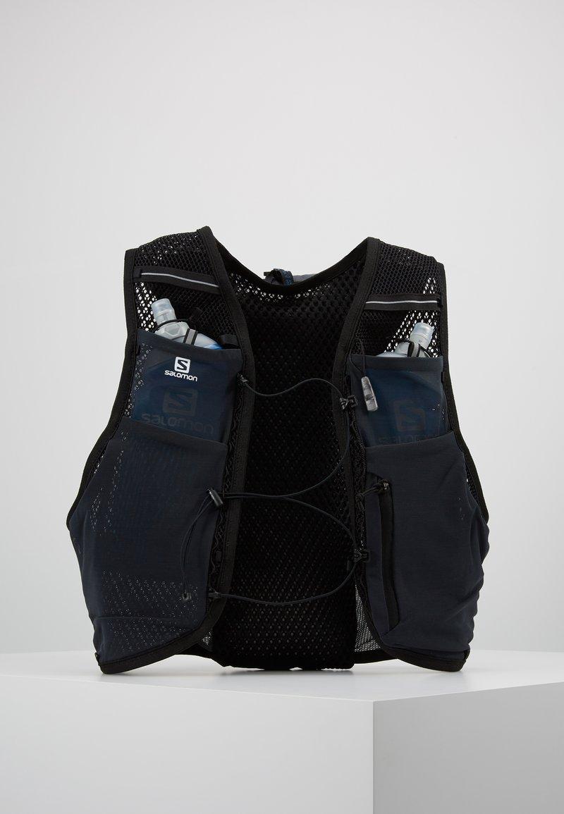 Salomon - ACTIVE SKIN - Turistický ruksak s hydrovakem - ebony/black