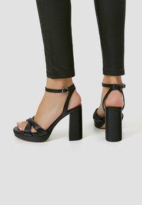 PULL&BEAR - MIT GESTEPPTEM ÜBERFUSSRIEMEN - High heeled sandals - black - 0