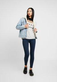 Vero Moda - VMTITI O NECK - Jersey de punto - light grey melange/black/pristin - 1