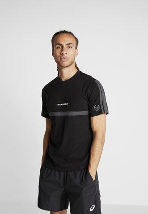 DUNCAN - T-shirt med print - black