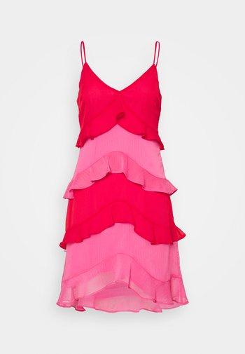 RUFFLE MINI DRESS - Koktejlové šaty/ šaty na párty - red