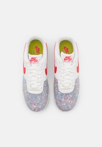 Nike Sportswear - AIR FORCE 1 CRATER - Sneakers laag - summit white/siren red - 5