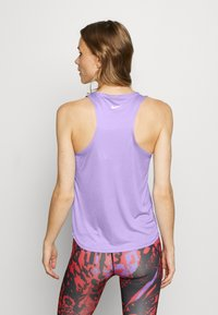 Nike Performance - TANK RUN - Funktionsshirt - light thistle/reflective silver - 2