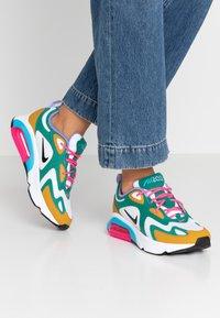Nike Sportswear - AIR MAX 200 - Sneaker low - mystic green/white/gold/light current blue/pink blast/medium violet - 0