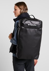 Columbia - STREET ELITE™ CONVERTIBLE DUFFEL PACK - Sportstasker - shark - 1