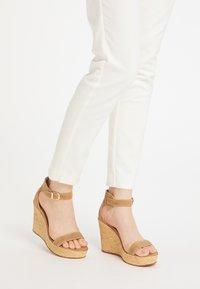 usha - High heeled sandals - sand - 0