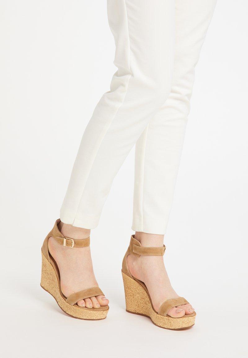 usha - High heeled sandals - sand