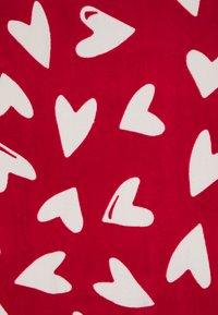 OVS - GIRL TOWEL HEARTS UNISEX - Ručník - scarlet sage - 1