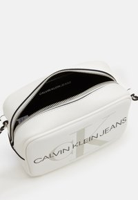 Calvin Klein Jeans - CAMERA BAG - Bandolera - white - 3