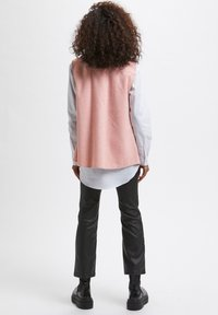Kaffe - KATAMIA - Waistcoat - pink / chalk houndstooth - 2