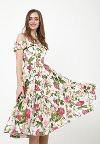 Madam-T - MICHELINA - Day dress - white / khaki - 5