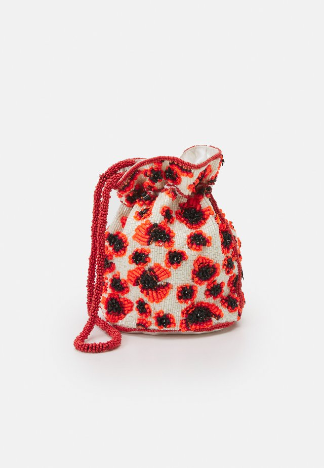 POPPA TORA BAG - Sac bandoulière - fiery red