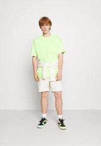 Nike Sportswear - TEE POCKET - T-shirt - bas - liquid lime - 1