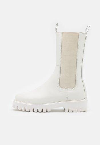 CHERRIE - Boots - tonal white