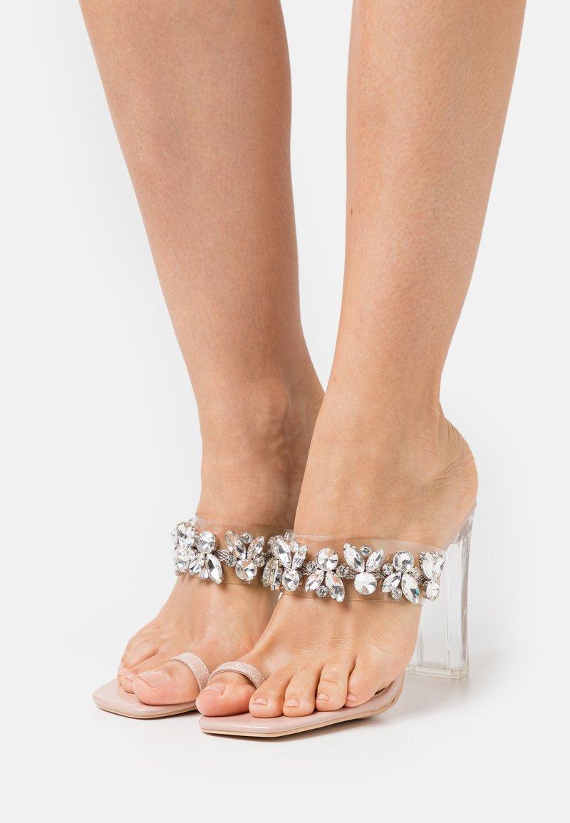 Glamorous - Pantofle na podpatku - nude