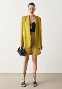 Ipekyol - Short coat - green - 0
