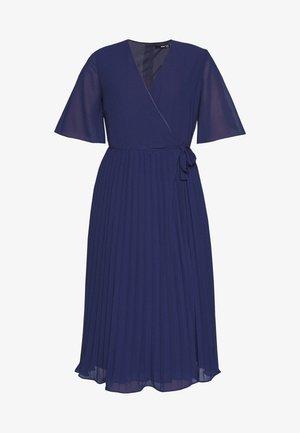 BELO MIDI PLEATED WRAP DRESS - Vestido informal - navy