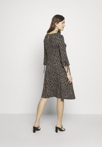 Dorothy Perkins Maternity - DAISY PRINT TIE SLEEVE FIT AND FLARE DRESS - Sukienka z dżerseju - black - 2