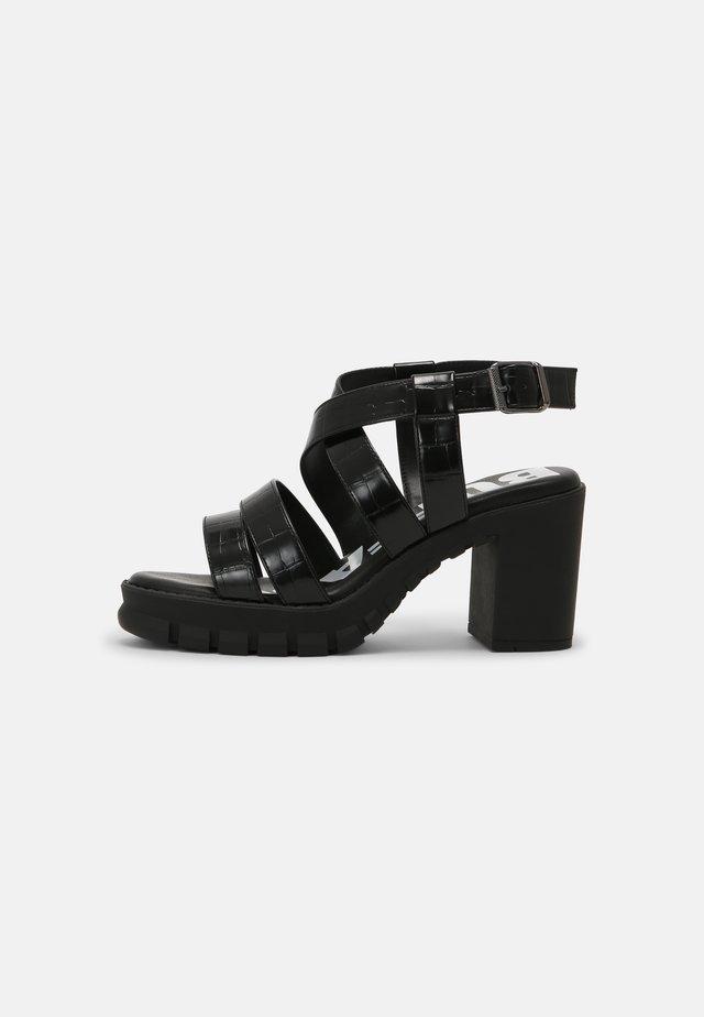 VEGAN RAGAN - Sandalen met plateauzool - black