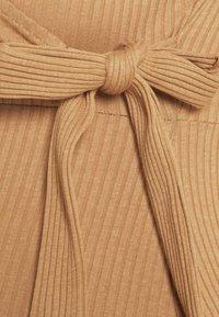 Anna Field MAMA - Sukienka z dżerseju - brown - 2