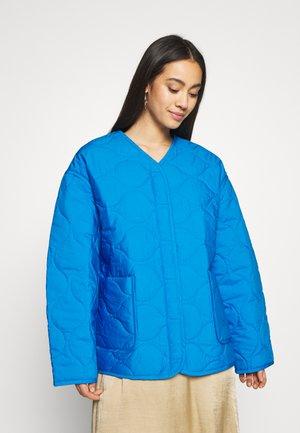 NOVA QUILTED JACKET - Light jacket - bright blue