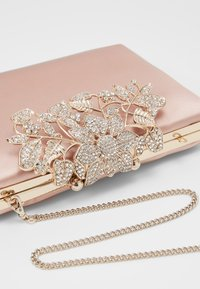 Forever New - Clutches - true blush nude/gold-coloured