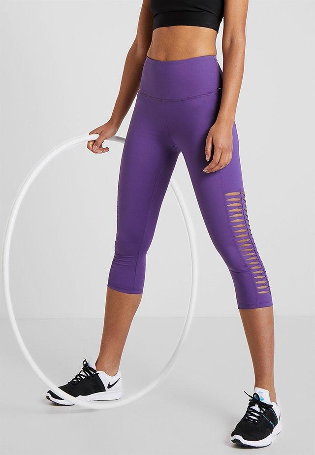 CAPRI TWIST - Pantalon 3/4 de sport - plum jam