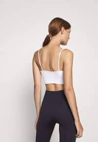 ARKET - Light support sports bra - white light - 2