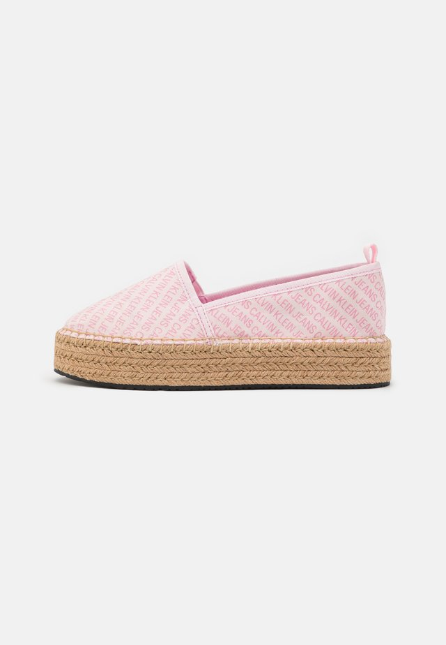 ESPADRILLE WEDGE AOP CO - Espadryle - pearly pink