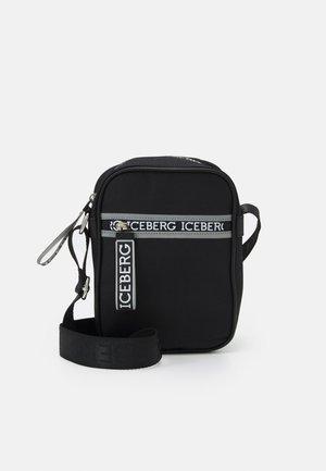 CAMERA ZIP LOGO UNISEX - Across body bag - nero