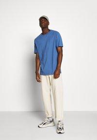 Weekday - FRANK - T-shirt - bas - navy - 1