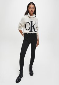 Calvin Klein Jeans - Jumper - soft cream - 1