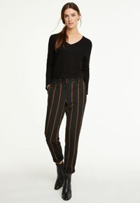 comma casual identity - IM JOGSTYLE - Trousers - grey stripes - 1
