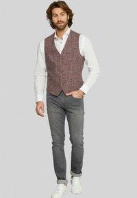 Van Gils - EVION - Suit waistcoat - dark red - 1