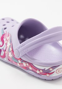 Crocs - FUNLAB UNICORN BAND - Sandały kąpielowe - lavender - 2