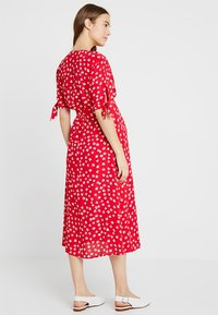 Seraphine - BESSIE MIDI WRAP DRESS - Denní šaty - red - 2