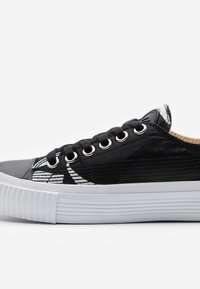 McQ Alexander McQueen - SWALLOW CUT UP - Trainers - black/white - 5