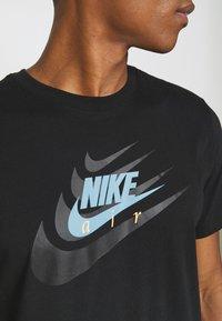 Nike Sportswear - TEE MULTIBRAND - T-shirt med print - black - 5